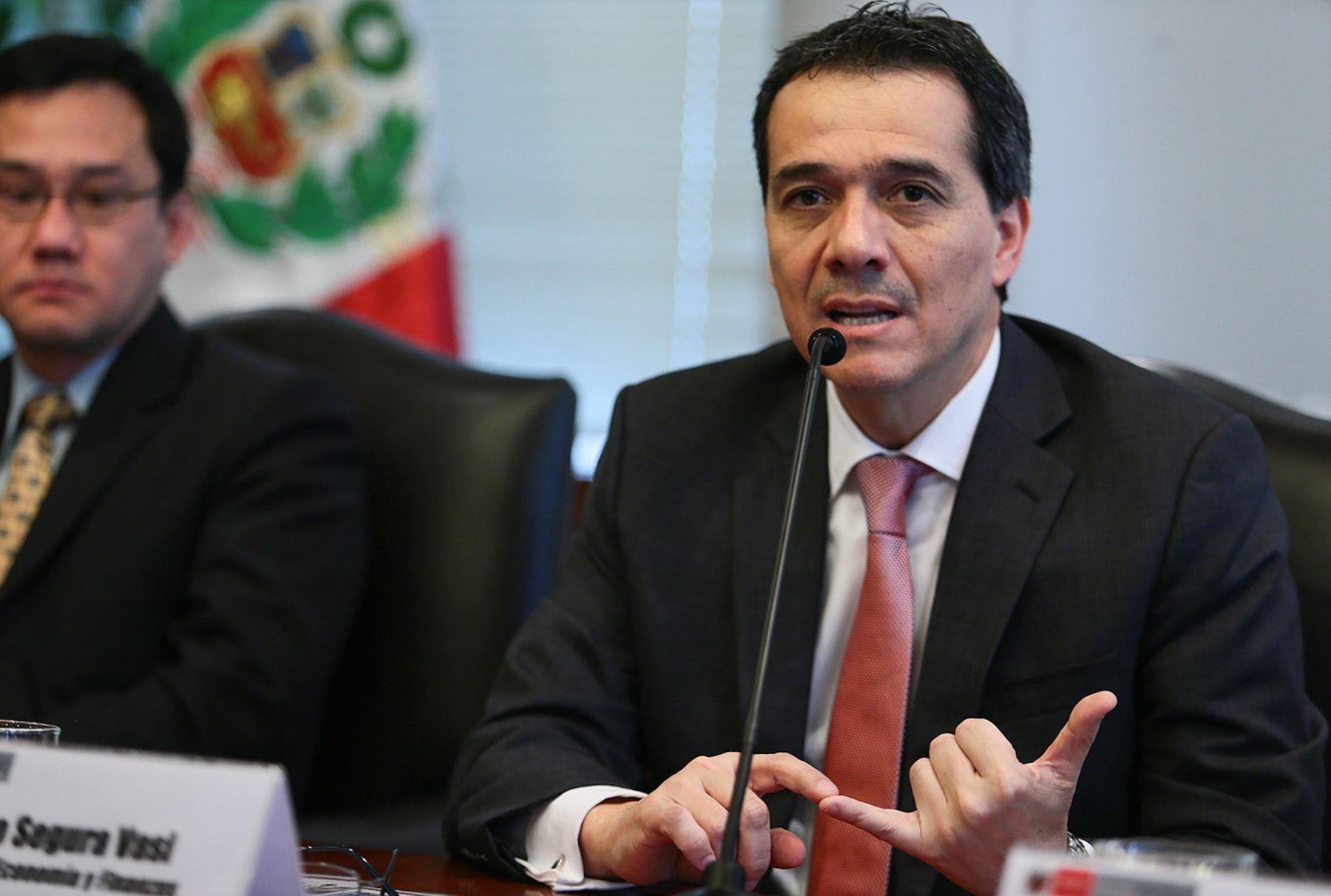 El ministro de Economía y Finanzas, Alonso Segura.